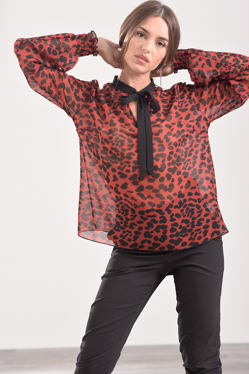 72edf9c916 Μπλούζα animal print με δέσιμο στο λαιμό και λάστιχο στο μανίκι κόκκινη